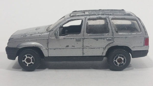 Motor Max Jeep Grand Cherokee Silver Grey No. 6072 Die Cast Toy SUV Car Vehicle - Treasure Valley Antiques & Collectibles
