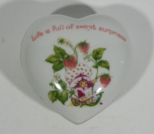 Vintage 1980 Designers Collection Strawberry Shortcake Fine Porcelain Heart Shaped Trinket Box WWA Inc Made in Japan