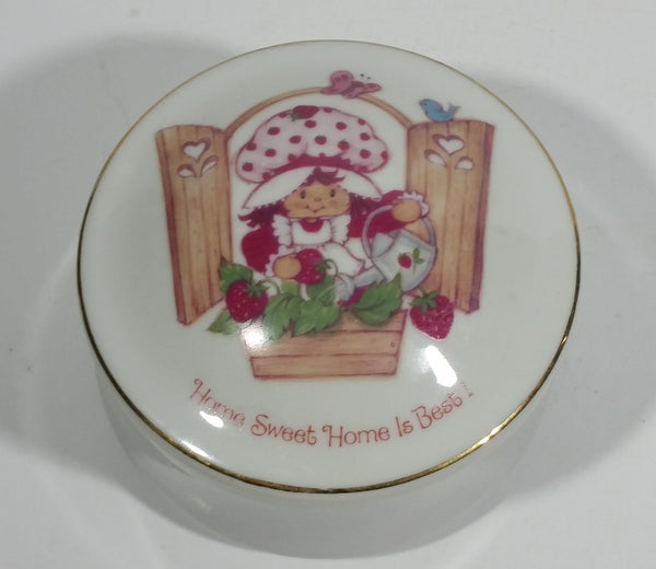 Vintage 1981 Designers Collection Strawberry Shortcake Fine Porcelain Round Trinket Box WWA Inc Made in Japan