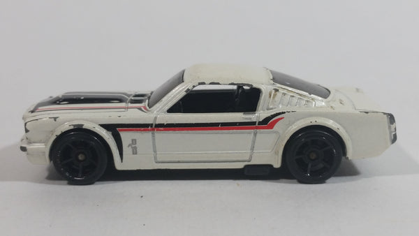 2009 Hot Wheels Muscle Mania '65 Mustang Fastback White Die Cast Toy Muscle Car Vehicle