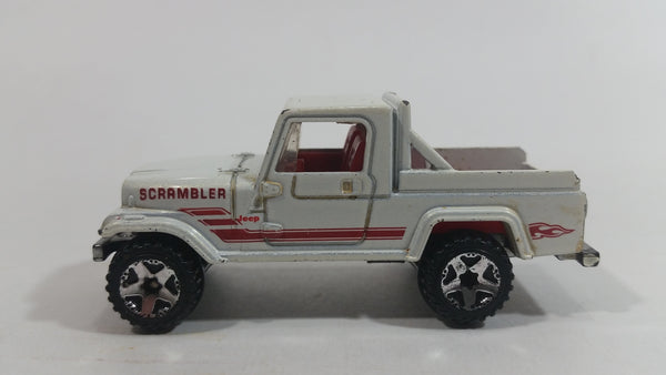 2009 Hot Wheels Heat Fleet Jeep Scrambler White Die Cast Toy Car Vehicle