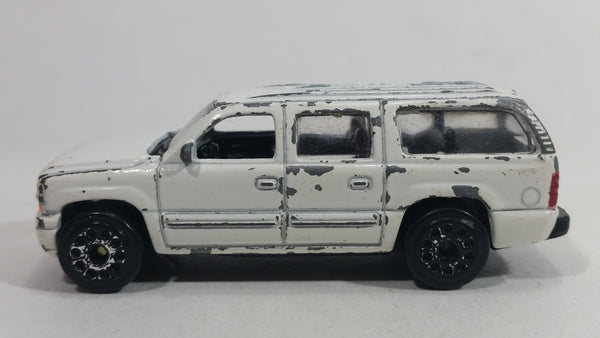 Motor Max Super Wheels 2000 Chevrolet Suburban No. 6030 White Die Cast Toy Car SUV Vehicle