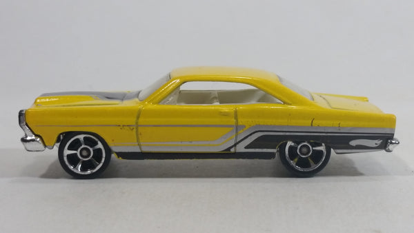 2010 Hot Wheels Muscle Mania '66 Ford Fairlane GT Yellow Die Cast Toy Muscle Car Vehicle