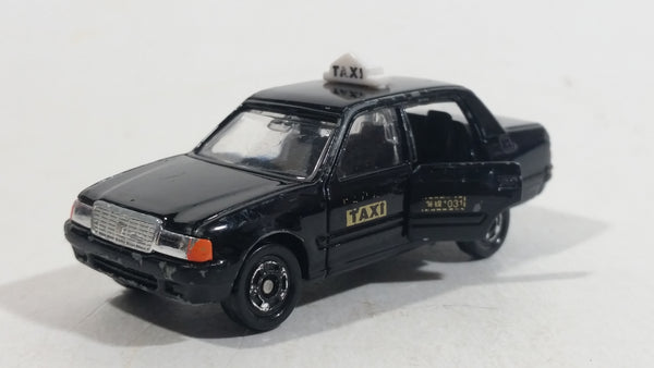 Tomica Tomy Toyota Crown Comfort Taxi 1/63 Scale No. 51 Black Die Cast Toy Car Vehicle with Opening Driver Side Rear Door