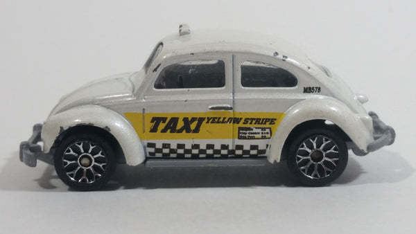 2006 Matchbox City Transport Volkswagen Beetle Taxi White Die Cast Toy Car Vehicle