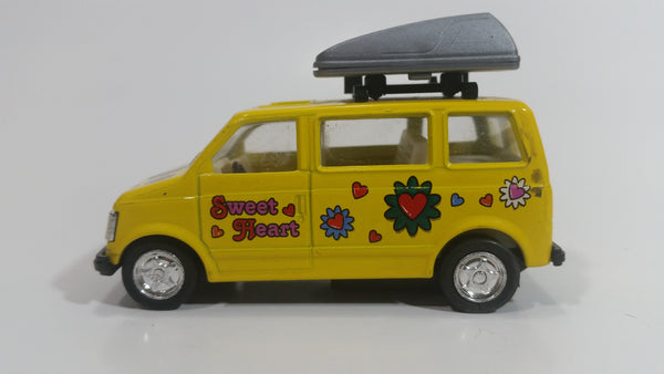 "Kintoy Yellow Hippy Travel Sweet Heart Van Yellow 3 1/2"" Long Pullback Motorized Friction Die Cast Toy Car Vehicle"