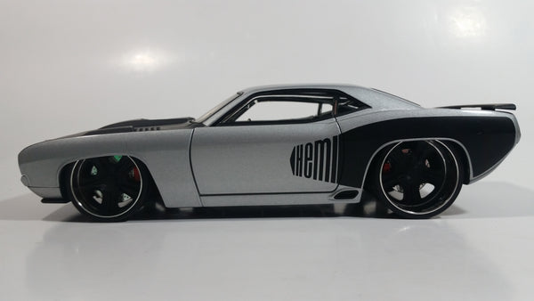 2006 Hot Wheels '71 Plymouth Barracuda Silver Grey and Black 1/24 Scale Die Cast Toy Muscle Car Vehicle