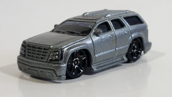 2003 Hot Wheels Cadillac Escalade Metalflake Silver Die Cast Toy Car Luxury SUV Vehicle