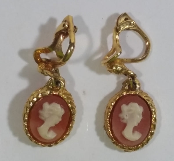 Vintage Peach with White Cameo Oval Shaped Gold Tone Clip on Earrings Costume Jewelry