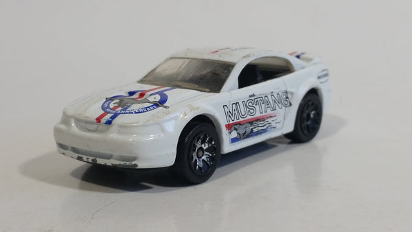 2001 Matchbox Daddy's Dreams '99 Mustang White Die Cast Toy Car Vehicle