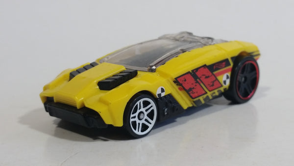 2016 Hot Wheels Stunt Circuit Rogue Hog Yellow Toy Car Vehicle