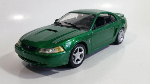 Maisto 1999 Ford Mustang GT 1/18 Scale Green Die Cast Toy Car Vehicle with Opening Doors, Hood, and Trunk