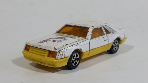 Vintage Corgi Ford Mustang Cobra White and Yellow Philadelphia Phillies MLB Baseball Team White Die Cast Toy Car Vehicle with Opening Hatchback