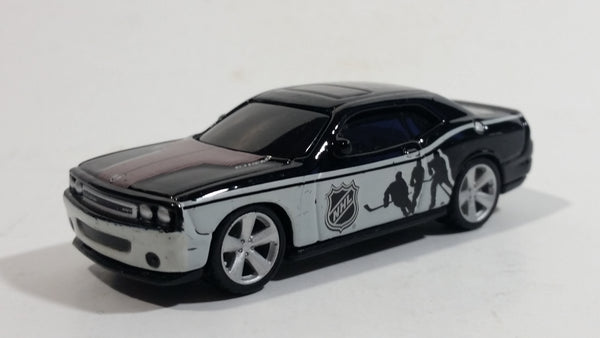 2010 Maisto Top Dog Collectibles NHL Ice Hockey 2008 Dodge Challenger Black Die Cast Toy Car Vehicle