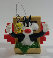 1998 Applause Warner Bros. Looney Tunes Sylvester The Cat Trying To Catch Tweety Bird Out Of A Window 3D Fridge Magnet
