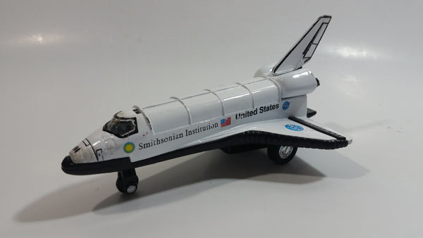 NASA Discovery Shuttle Smithsonian Institute White Pullback Motorized Friction Die Cast Toy Space Exploration Vehicle