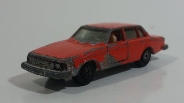 Extremely Rare HTF Vintage 1970s Yatming Volvo 244 DL No. 1058 Orange Die Cast Toy Car Vehicle with Opening Doors - Hong Kong