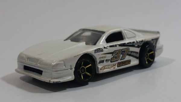 2009 Hot Wheels Mustang 45th Mustang Cobra Pearl White Die Cast Toy Car Vehicle
