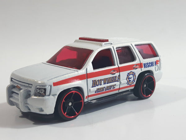 2009 Hot Wheels HW City Works '07 Chevy Tahoe Fire Dept. Rescue #8 White Die Cast Toy Car Emergency Vehicle