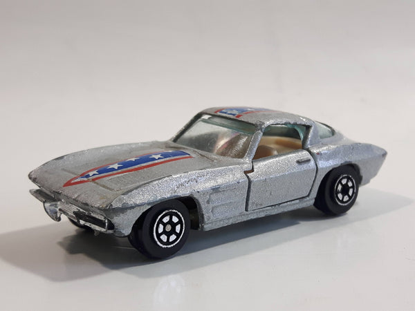 Yatming 1963 Corvette Stingray Silver No. 1078 Die Cast Toy Muscle Car Vehicle with Opening Doors