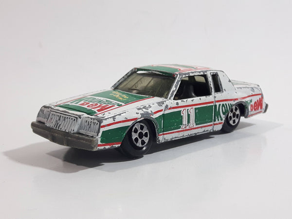 Vintage ERTL NASCAR #11 Darrel Waltrip Mountain Dew Buick Regal White and Green Die Cast Toy Race Car Vehicle