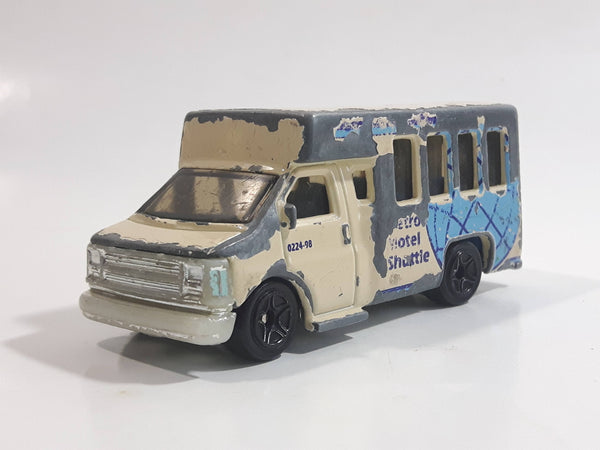 2000 Matchbox On Tour Chevy Transport Bus Transport Cream White 1/80 Scale Die Cast Toy Car Vehicle