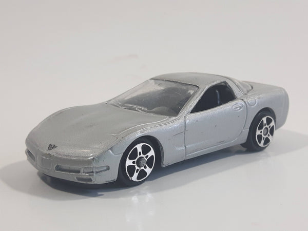 Maisto 1997 Chevrolet Corvette Silver Die Cast Toy Car Vehicle