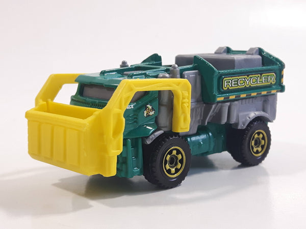 2014 Matchbox MBX Adventure City Garbage Gulper Green Recycling Truck Die Cast Toy Car Vehicle