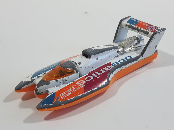 2000 Hot Wheels Forces of Nature Hydroplane White Die Cast Toy Speed Boat Oceanic One Research Vehicle