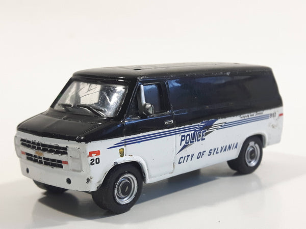 Greenlight Collectibles Hot Pursuit 1985 Chevrolet G20 Van Police City Of Sylvania, Ohio Black and White Die Cast Toy Car Vehicle Missing the lights