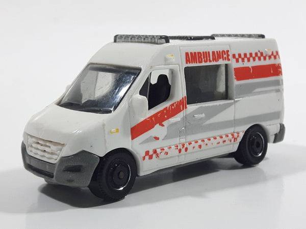 2014 Matchbox MBX Heroic Rescue Renault Master Ambulance White Die Cast Toy Car Vehicle