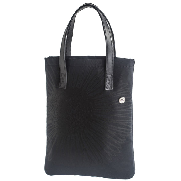 Jack, the essence of a tote.