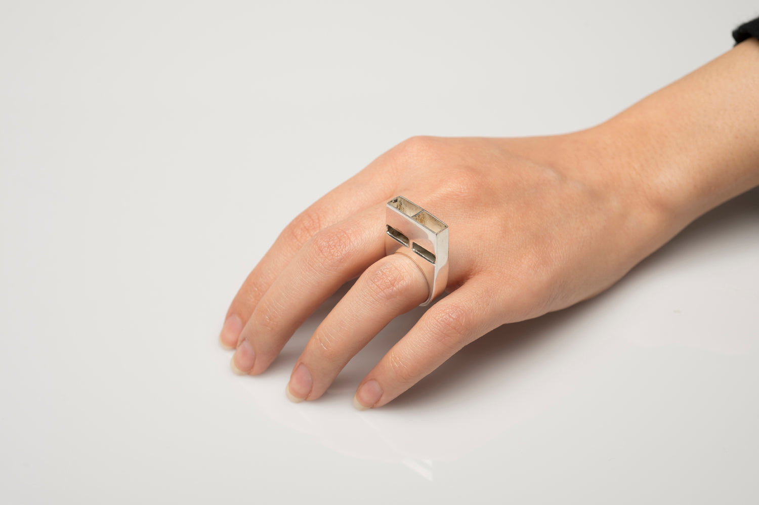 Vignelli Whistle Ring