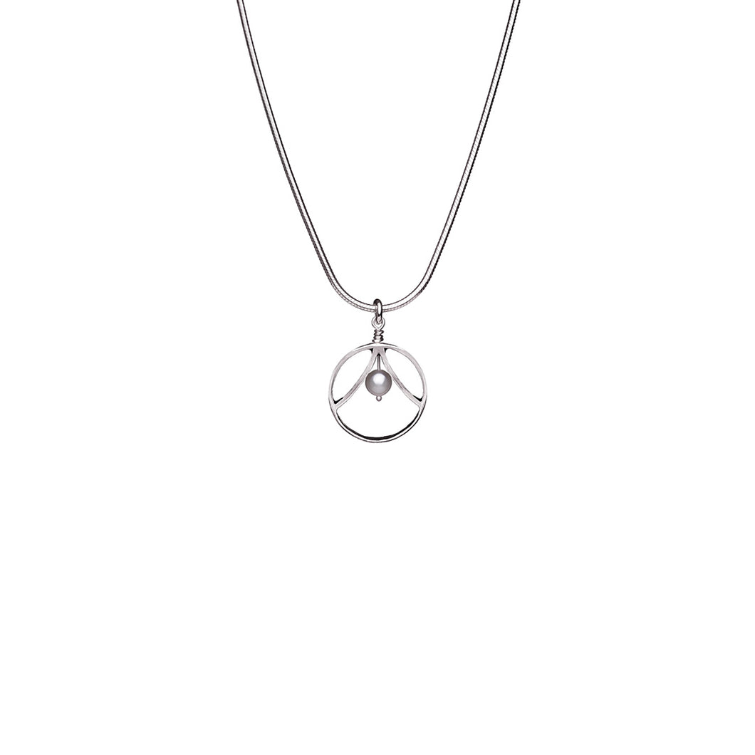 Double Leaf Round Necklace With Pearl