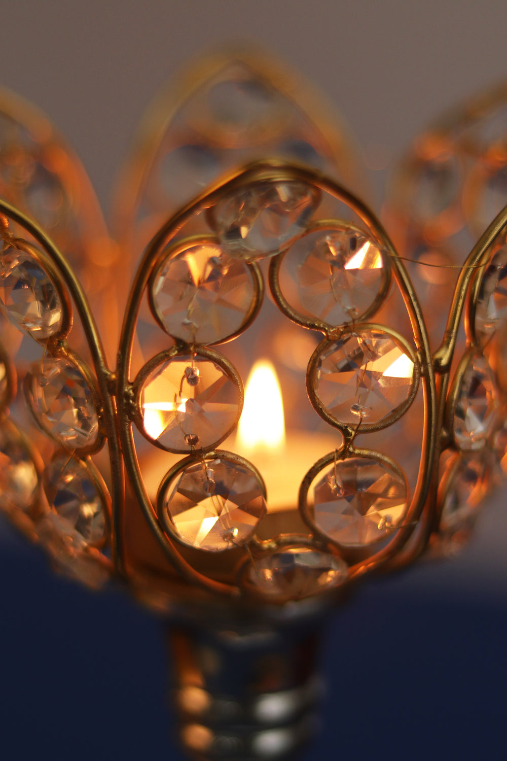 Lotus crystal tea light candle holder. L11