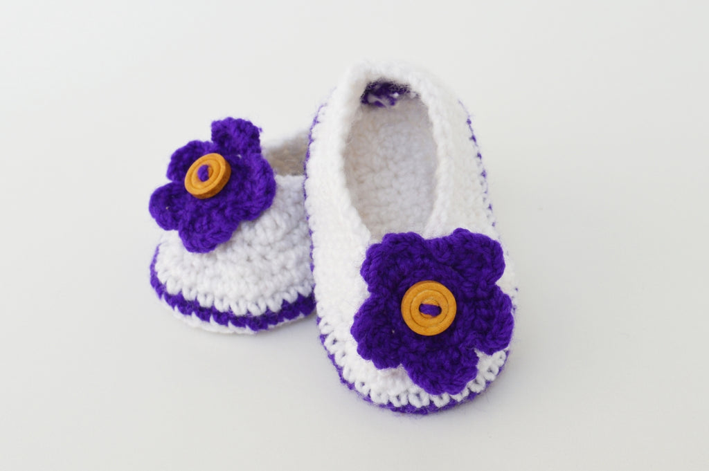 Crochet Baby Booties - White with blue Flower Applique - Mistics