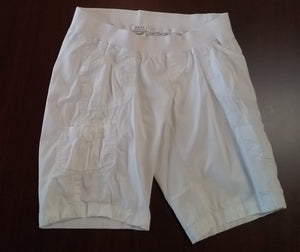 Large Stretch Under Belly White Bermuda Shorts