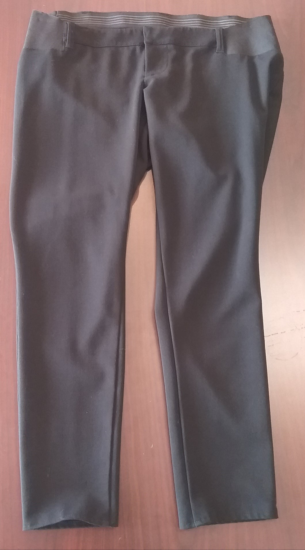 Size 10 Side Panel Black Maternity Capri Pants