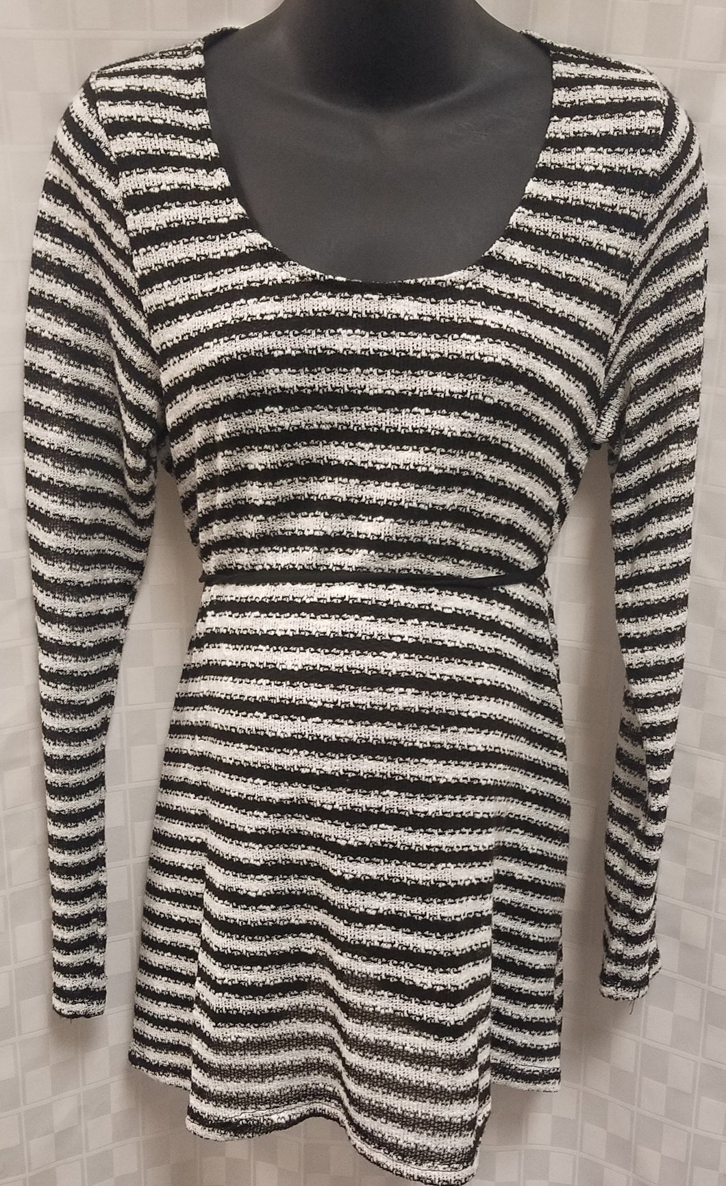Large Black & White Long Sleeve Light Knit Pull Over Maternity Top