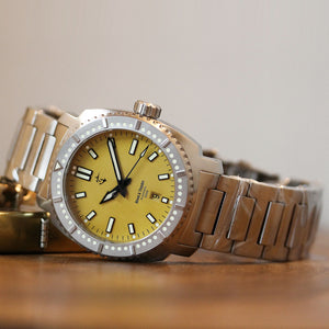 Blood & Thunder - Yellow Dial