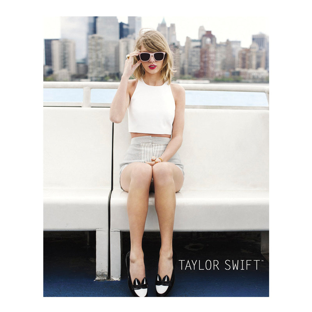 Taylor Swift Rare Collectible: 2014 Barlow & Schofield Skyline 8x10 Photograph