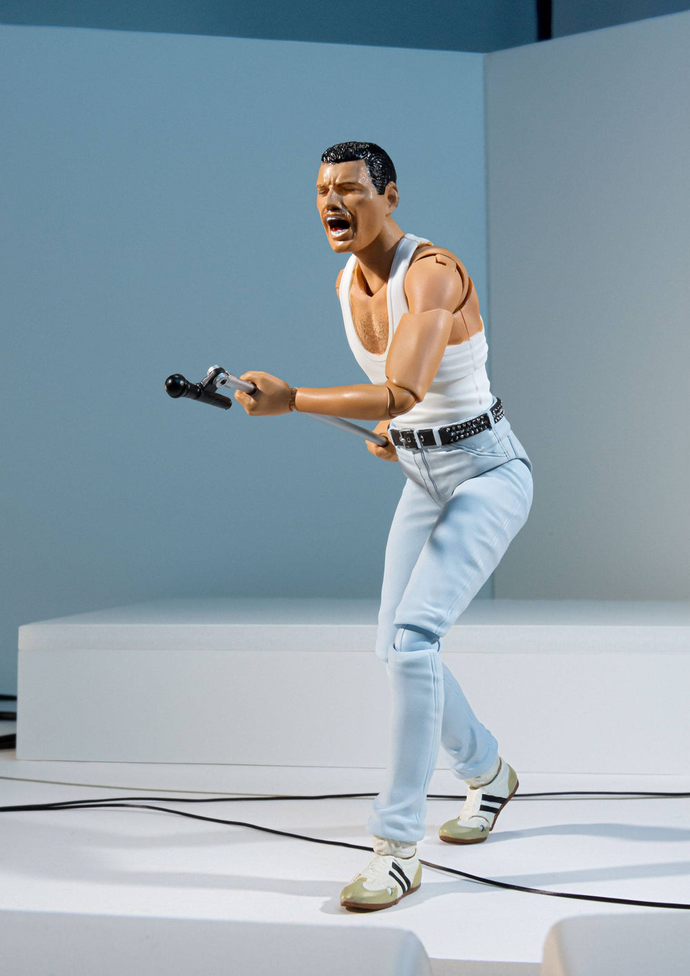 "Queen Collectible 2020 Bandai Freddie Mercury Live Aid SH Figuarts 5"" Figure"