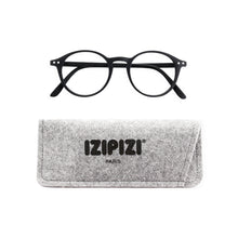 Load image into Gallery viewer, Izipizi Reading Glasses D in Black with Grey Felt Carrying Case
