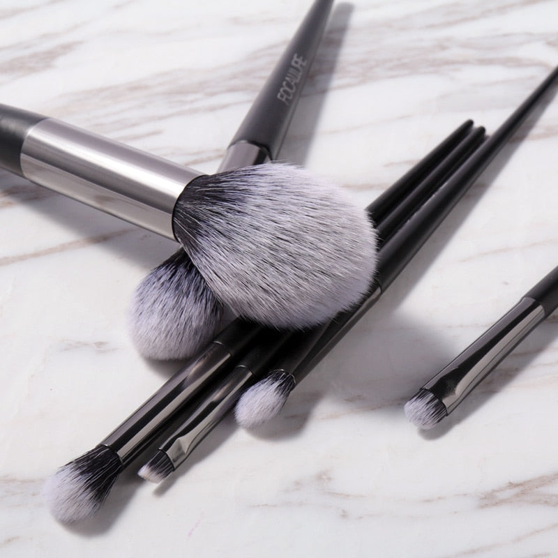 6 Professional Makeup Brushes