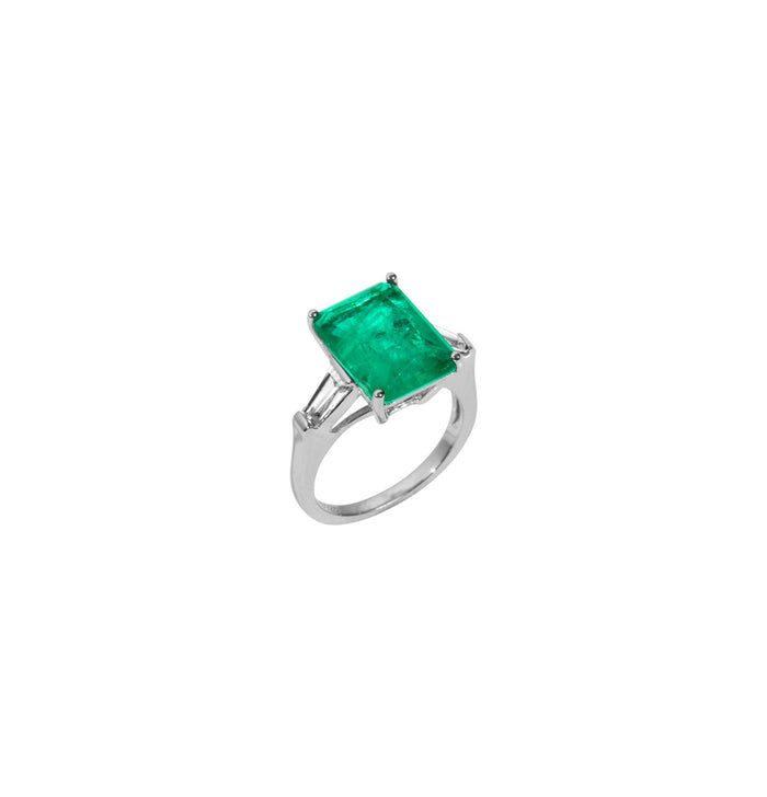 Sterling silver Emerald green ring with baguette side stones