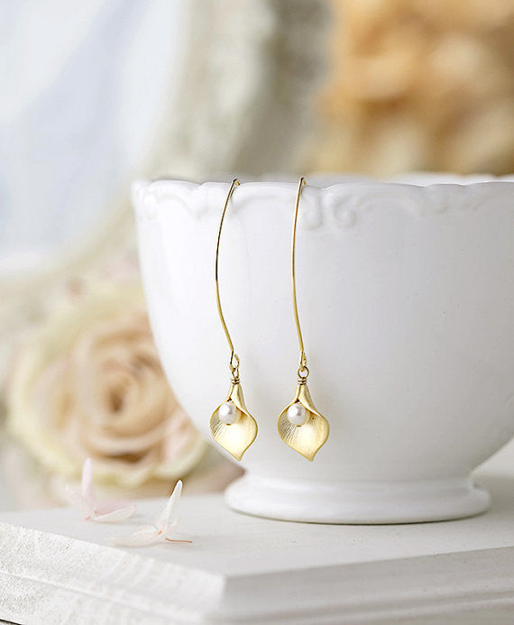 Gold Calla Lily Earrings Calla Lily Flower Jewelry Pearl Earrings Bridal Earrings Wedding Jewelry Gift for Wife Mom Graduation Gift