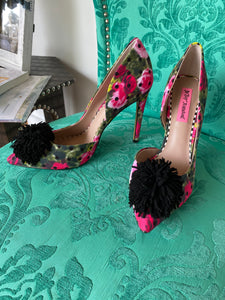 Floral Pump With Pom Pom