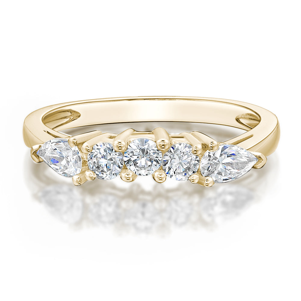 Round Brilliant and Pear Curved Ring in Yellow Gold