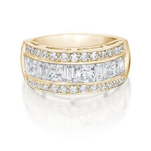 Contemporary Princess and Round Brilliant Ring in Yellow Gold