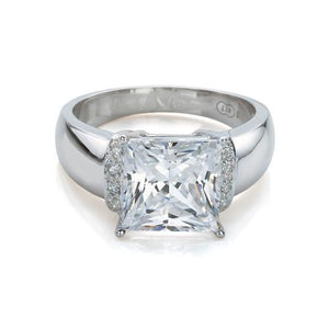 Stunning Princess Cut Ring in White Gold